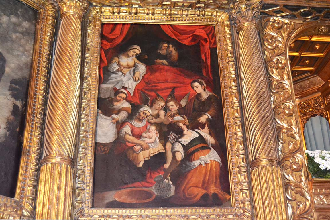 Picture of the Nativity in the main altarpiece